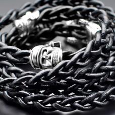 Кожаный браслет с металлическими черепами. Украшение на руку. Rico La Cara.