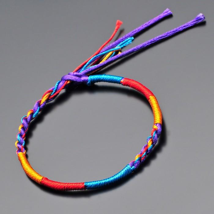 Браслет из цветных нитей. Фенечка для хиппи.