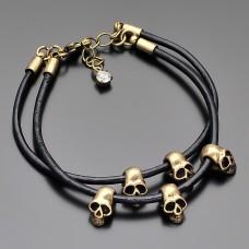 Женский кожаный браслет с черепами. Цвет латунь.