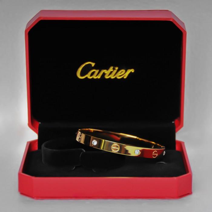 Женский браслет стиле Cartier с золотым напылением.