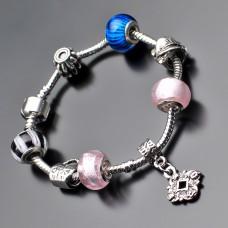 Женский браслет в стиле Pandora.