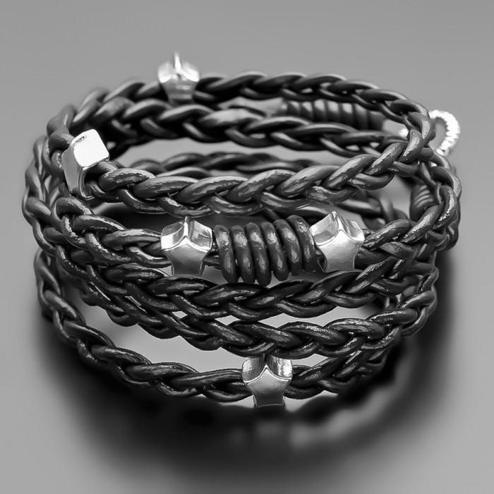Кожаный браслет с металлическими шармами в виде звезд. Rico La Carа.