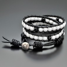 Браслет в стиле Chan Luu из камней белого агата. Бижутерия из натуральных камней.