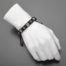 Украшение на руку в стиле шамбала с металлическими шармами.
