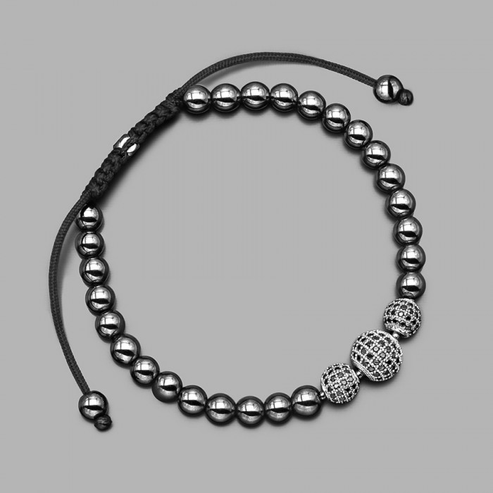 Браслет на руку шамбала из камней гематита и шармами из циркония. Бижутерия Rico La Cara.