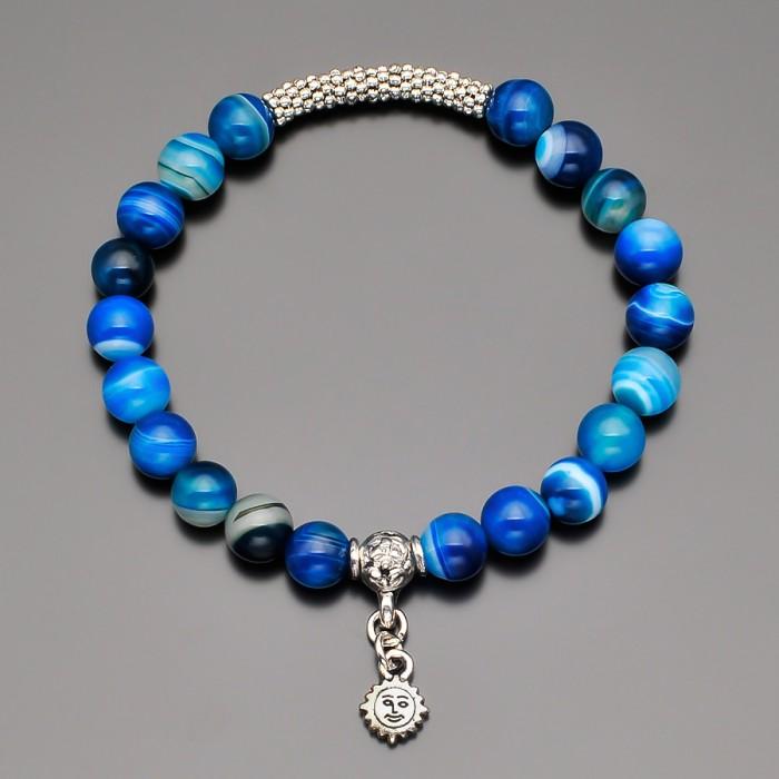 Браслет с камнями синего агата и подвеской в форме солнца.