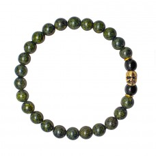 HOGER. Браслет резинка с черепом и камнями зеленый змеевик.