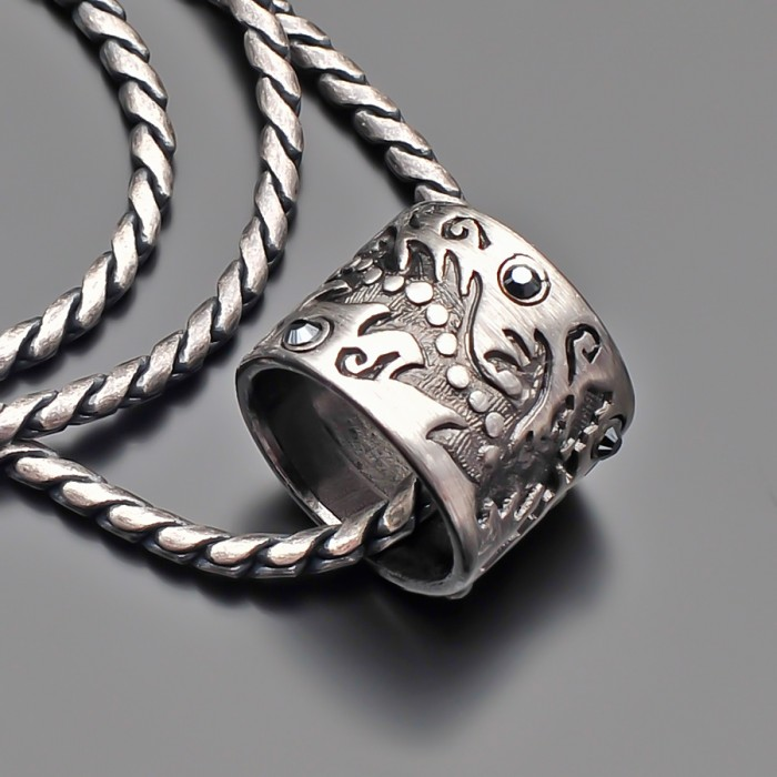 Цепочка с подвеской. Имитация под старинное серебро.