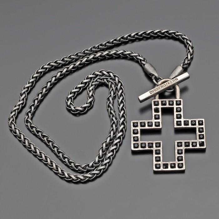 Цепочка на шею, крестом с черными фианитами.