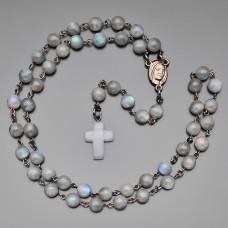 Розарий Rico La Cara бусы с камнями лабрадор и крестом из лунного камня.