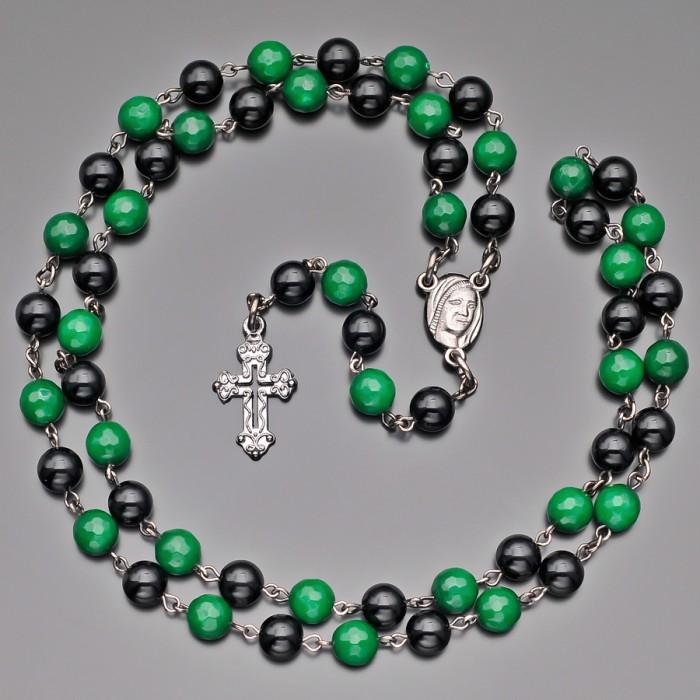 Розарий Rico La Cara, бусы с крестом и камнями зеленый агат.