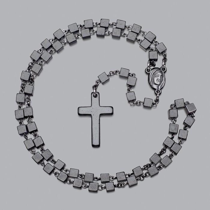 Розарий с крестом, бусы из кубиков камней гематита. Rico La Cara.