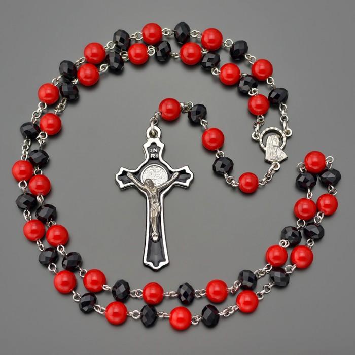 Католический розарий Rico La Cara из красного агата и черного стекляруса.